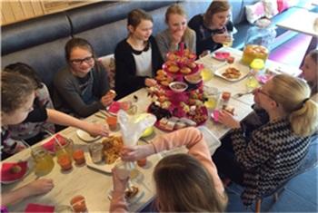 Betere High Tea bij Crumz - Crumz   Kidsproof Twente MT-63