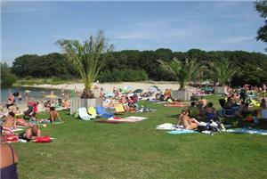 Buitenzwembaden en strandjes kidsproof tilburg